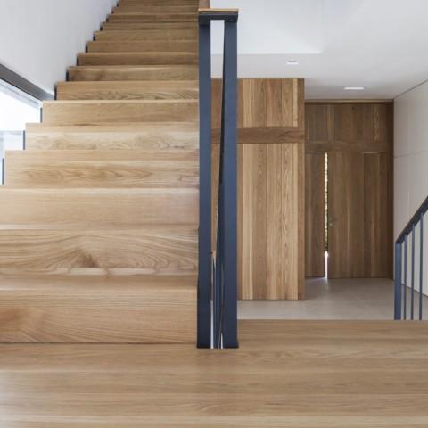 מדרגות וחיפוי קירות